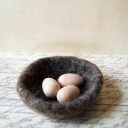 Small Wool Nest and Natural Wood Eggs - Wool Felt- Felted Easter Decoration